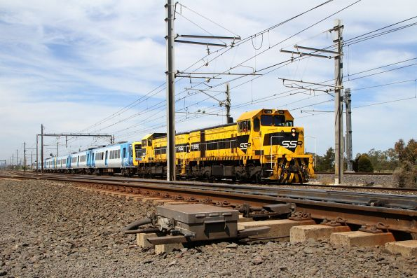 T386 leads T385 on the down at Laverton