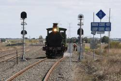 Waiting line for the dual gauge towards North Geelong C