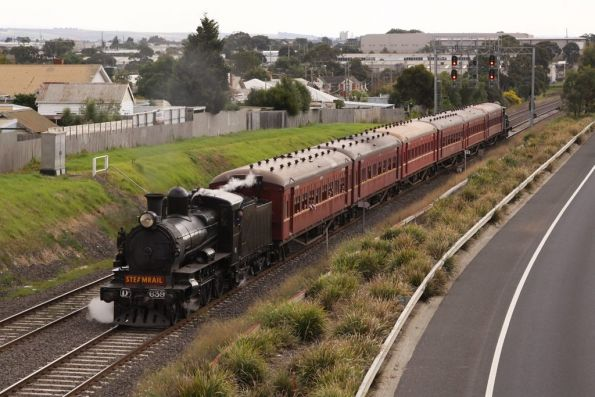 D3 leading back towards town outside North Geelong
