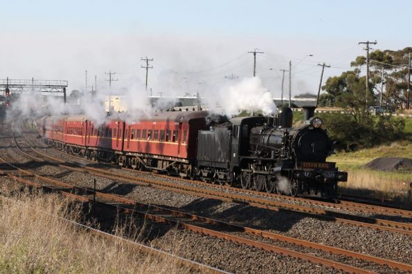 Passing North Geelong Junction, D3 in the lead