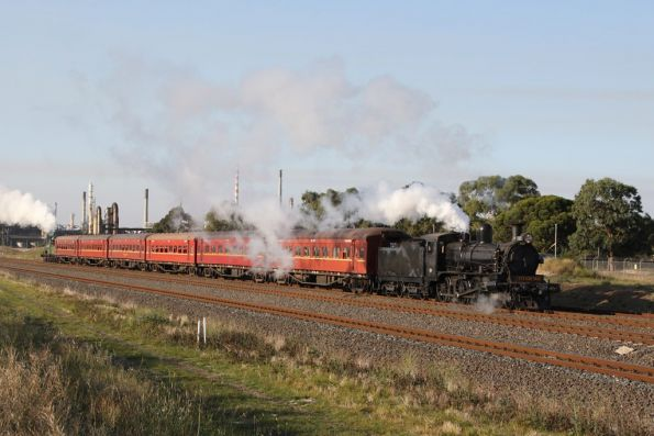 D3 639 leads the last shuttle back to Geelong at North Shore