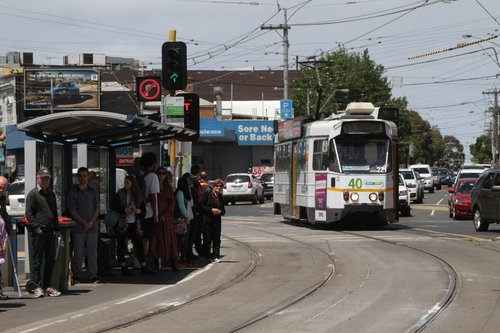 Z1.22 crosses from Ascot Vale Road into Pascoe Vale Road at Moonee Ponds Junction