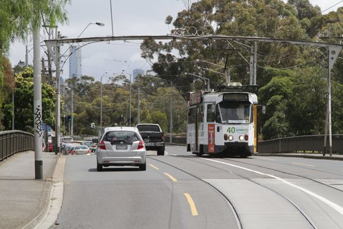 Z1.22 crosses the Wallen Road Bridge over the Yarra River