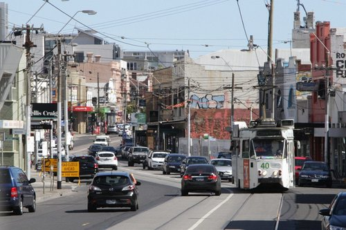 Z2.101 snaking through the kink in High Street at Northcote